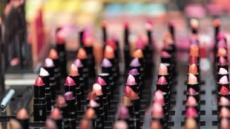 립스틱·패션잡지…경제학자가 읽어낸 것은?