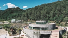 '육지 속 보물섬'이 열린다…코오롱 '울진 금강송 에코리움' 오픈