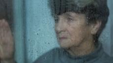 [장마철, 건강 관리 ①]궂은 날씨에 우울감 ↑…해 뜰 때는 외출, 실내는 밝게