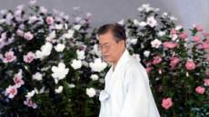 """文 '아무도 흔들 수 없는 나라'…與 """"손에 잡힌 미래"""" vs 野 """"北, 짝사랑"""""""