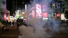 홍콩 시위 격화, 센트럴역도 활활…곳곳에 성조기 펄럭