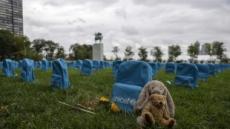 '3758개 파란 백팩'이 묘지 비석처럼 보이는 이유