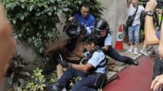 """홍콩 곳곳 친중-반중파 충돌…""""경찰, 반중 시위대만 체포"""""""