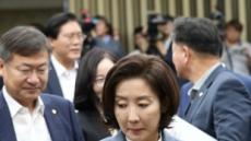 """민주당 """"나경원, 아들 미국 국적 아니라 말하라"""" vs 한국당 """"무논리 물타기 그만"""""""