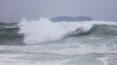강풍·폭우 동반 제17호 태풍 '타파' 빠르게 북상중…제주 여객선 운항 전면중단