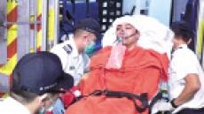 홍콩시위 지도자 '쇠망치 테러' 당해