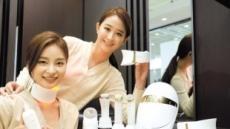 [포토] 탄력 있는 목으로…LG 프라엘 '더마 LED 넥케어'