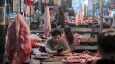 돼지고기값 101% 폭등…中 소비자물가 초비상