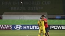 """""""울지마! 잘했어""""…한국, U-17 월드컵 8강전서 멕시코에 0-1 석패"""