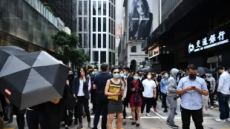 11살 아이까지 잡아가는 홍콩경찰…이달에만 500명 체포