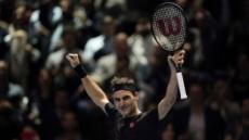 4년만에 조코비치 꺾은 페더러…ATP 파이널스 4강 진출