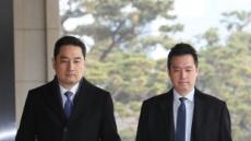 """'김건모 성폭행' 피해자 측 """"배트맨 옷 입고 범행"""""""