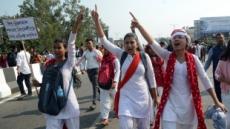 인도, '무슬림' 빠진 시민법 개정안 통과…격렬한 시위