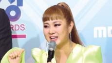 삼수 끝에…박나래 'MBC 방송연예대상' 받았다