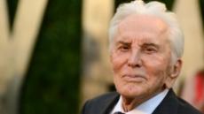 '선 굵은 연기' 할리우드 명배우 커크 더글라스 사망…향년 103세