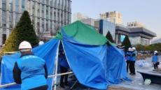서울시, 광화문광장 내 '전두환 심판' 농성 천막 전격 철거