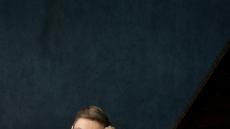 올라프손, 드뷔시·라모 재해석…현대 피아노의 정수 보여준다