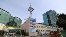 """코로나 집단감염 만민중앙교회…""""성범죄 이재록이 세워"""""""