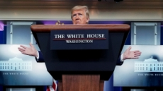 트럼프, '신의 선물' 클로로퀸 홍보 '마이웨이'…백악관 TF도 반대했다