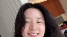 """이영애, 근황 공개… """"파마하러 왔어요 기분전환"""""""