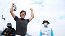 '3년만의 감격' 이지훈, 연장 끝에 2020 KPGA 개막전 우승