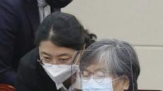 [헤럴드pic] 자료를 살펴보는 정은경 질병관리청장