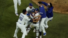LA 다저스 32년 숙원 풀었다…탬파베이 4승2패로 누르고 월드시리즈 제패