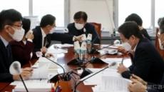 [헤럴드pic] 회의를 주재하는 기동민 소위원장