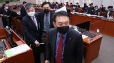 [헤럴드pic] 퇴장하는 국민의힘 김석기 의원
