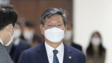 [헤럴드pic] 회의실로 들어가는 이용구 법무부차관
