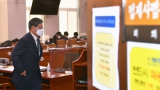 [헤럴드pic] 회의장으로 들어간 이용구 신임 법무부 차관