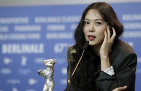 """(주말용)김민희 """"잘생긴 남자 얼굴값""""…홍상수 영화속 대사 의미심장"""