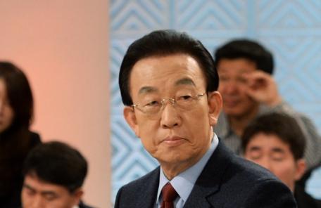 [헤럴드포토] '토론을 준비하는 김관용 지사'