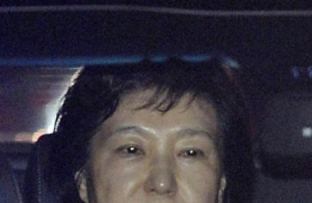 """""""이영선 靑 행정관, 특검 수사 시작되자 朴 미용시술 사실 절대 외부에 발설하지 말라고 연락"""""""
