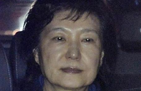 """""""박근혜, 대선 투표 포기…재소자와 함께 서 있기도 좀"""""""