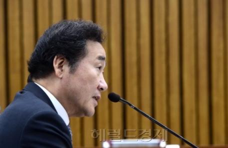 [헤럴드포토] 질의에 답변하는 이낙연 총리 후보자