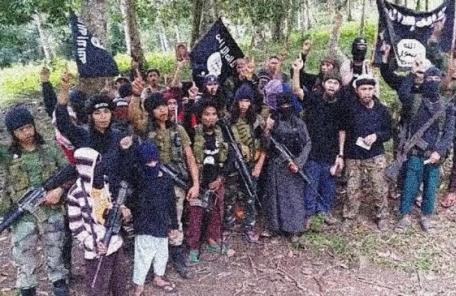 필리핀 정부군, IS추종 반군 점령 소도시 공습