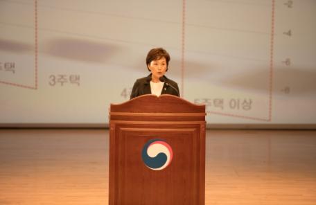 """김현미 장관, 임대주택 찾아 """"주거복지 사각지대 없앤다"""""""