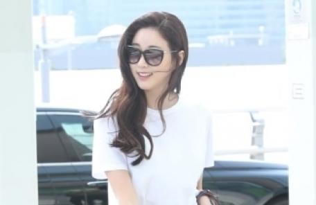 """무단횡단 논란 김사랑…""""중간에 신호바뀐 것"""" 해명"""