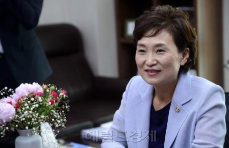 김현미 국토장관, 취임 100일 앞두고 건설업계와 첫 간담회