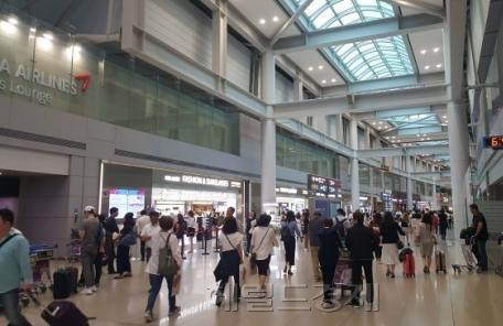 인천공항, 롯데면세점과 임대료 협상 나선다
