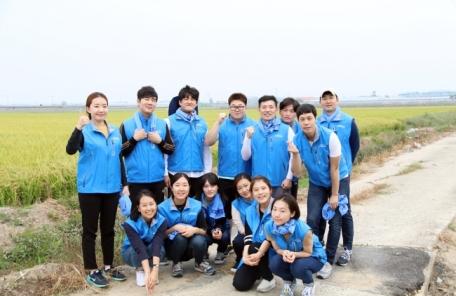 에어부산 직원들, 농촌 봉사활동에 구슬땀