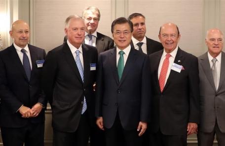 8면 메인사진=이걸로 대체부탁>> 문 대통령, 미국 금융계 핵심 리더들과 환담