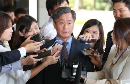 '댓글부대 운영' 이종명 전 국정원 3차장 檢 출석
