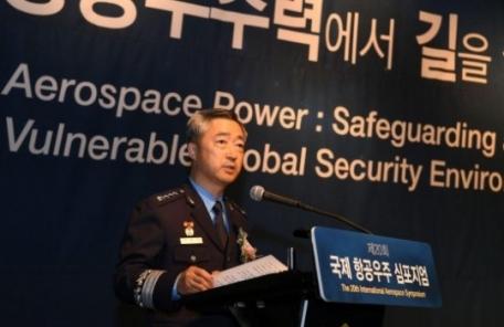 """[2017 국감] 이왕근 공군참모총장 """"북핵 위협 맞서 3축체계 구축 기여할 것"""""""