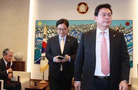 """특활비 논란…정우택 """"검찰청 국정감사 요구할 것"""""""