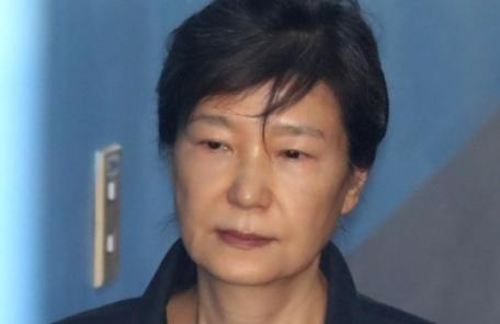 박근혜 '두문불출'…구치소장 집에도 못가고 24시간 대기
