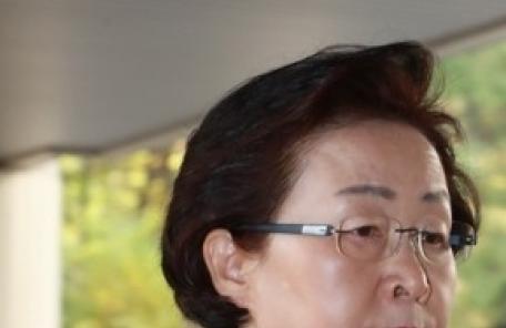 신연희 강남구청장, 이번엔 '여당 현수막' 무단철거 논란