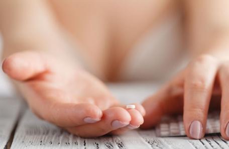 부작용 걱정?…경구피임약 장기 복용, 난소암 위험 낮춘다