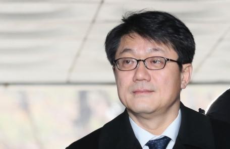 '국정원 특활비' 김진모 구속…우병우와 동기, 매우 가까워
